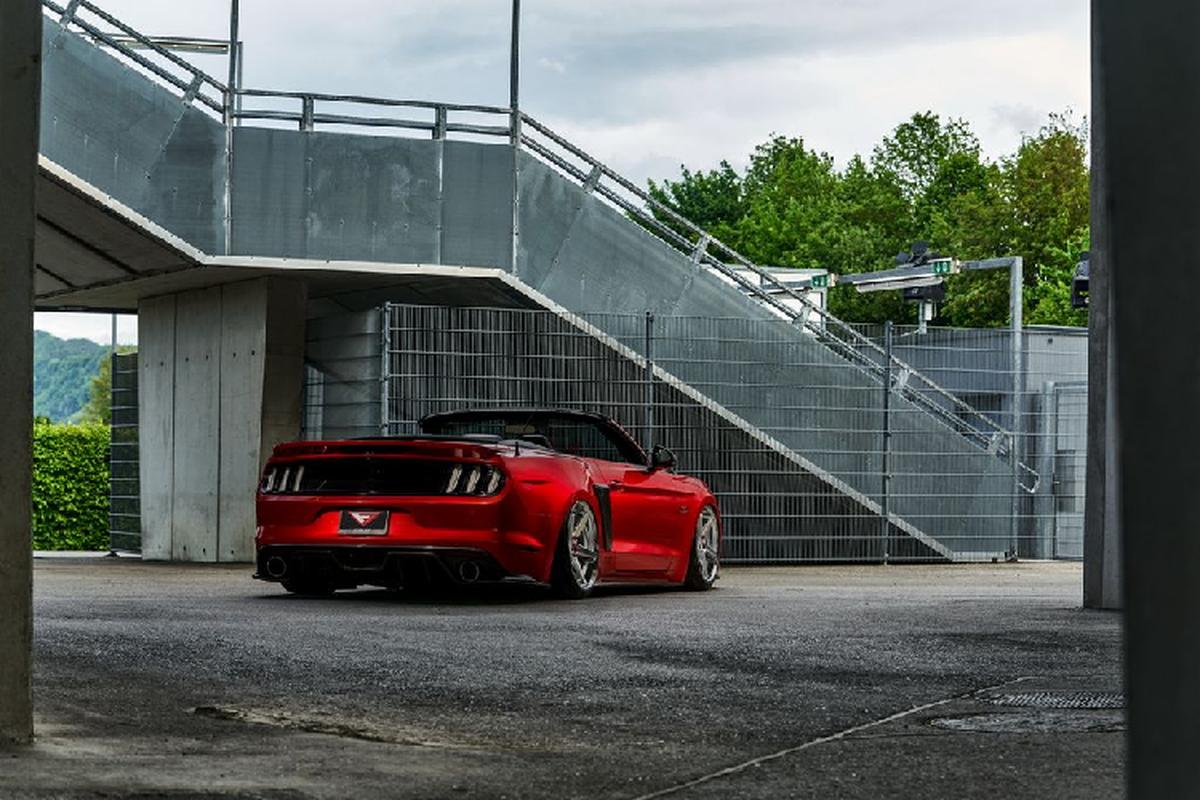 """Ngam xe co bap Ford Mustang mui tran do """"sieu ngau""""-Hinh-6"""