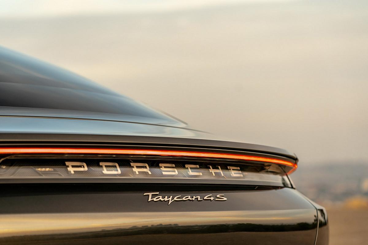 Sieu xe dien Porsche Taycan 4S gia re chi tu 2,43 ty dong-Hinh-2