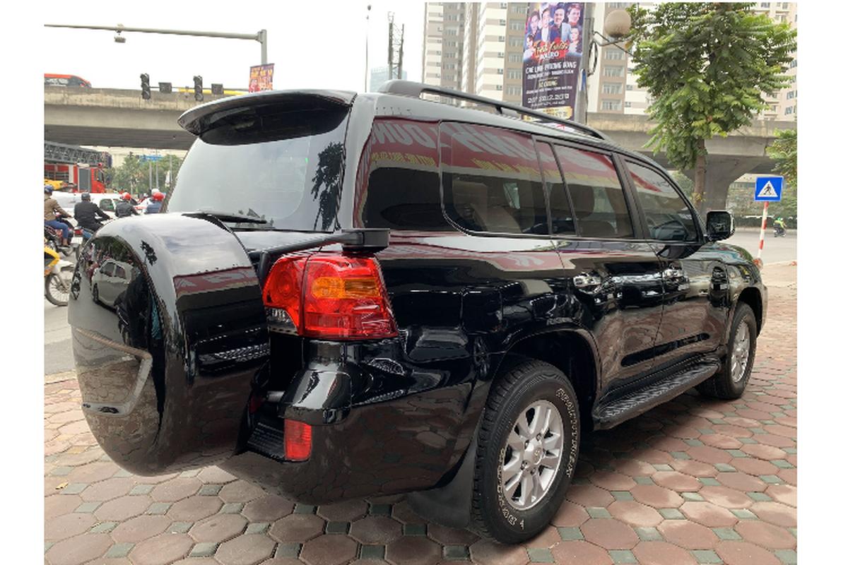Toyota Land Cruiser chay 12 nam