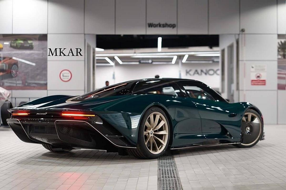 McLaren Speedtail khoac ao carbon xanh hang doc tai Bahrain-Hinh-3