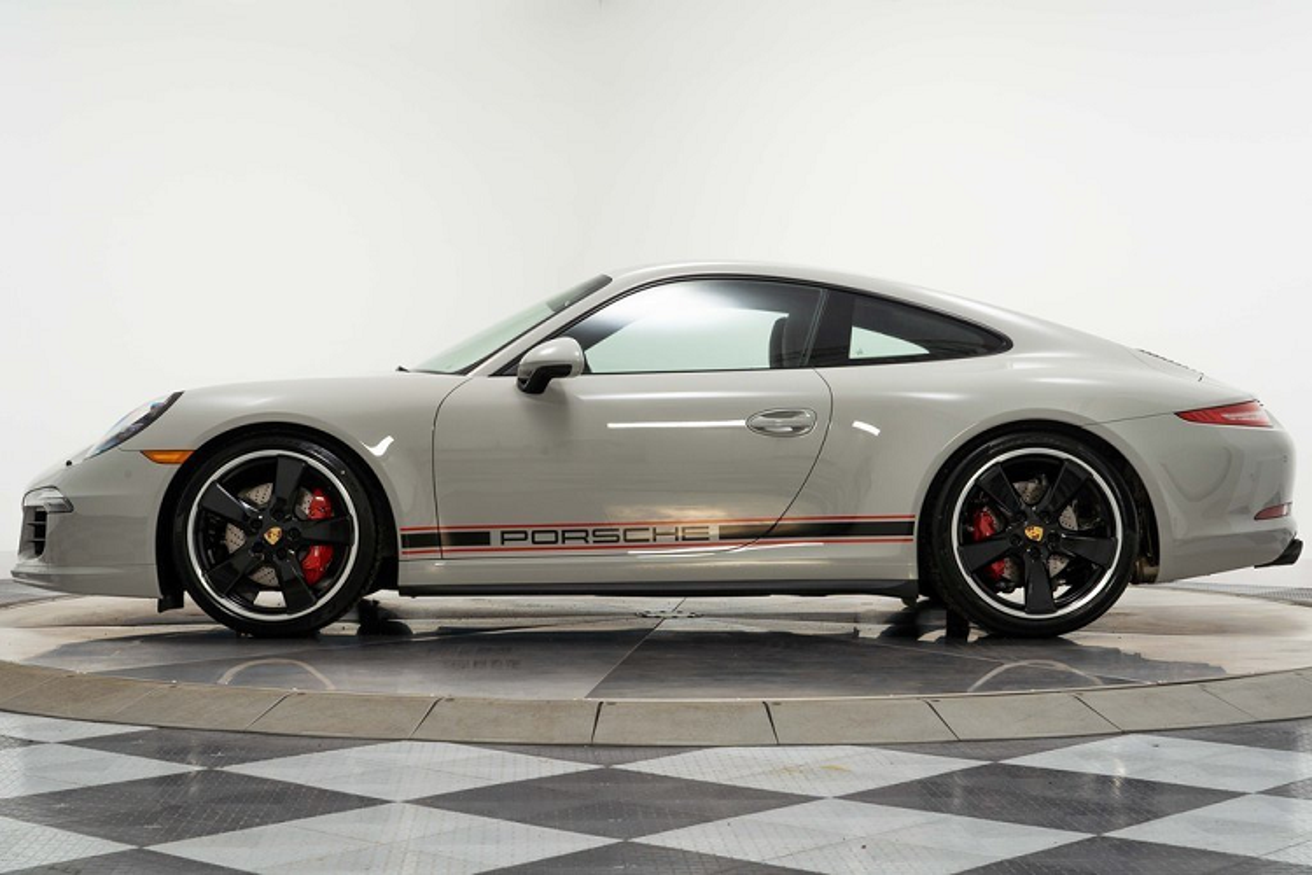 Porsche 911 Carrera GTS moi chay 66 km, chi hon 4 ty dong-Hinh-3