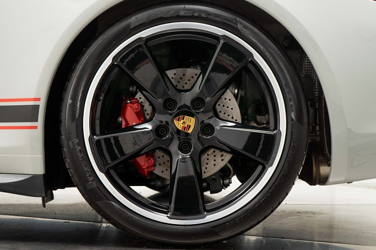 Porsche 911 Carrera GTS moi chay 66 km, chi hon 4 ty dong-Hinh-5