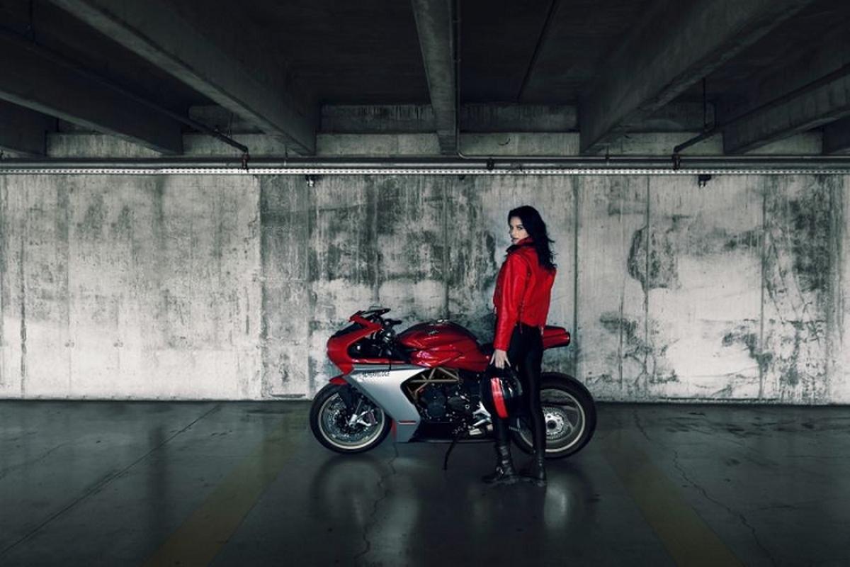 Ngam sieu moto MV Agusta Superveloce Ottocento tu 505 trieu dong-Hinh-4
