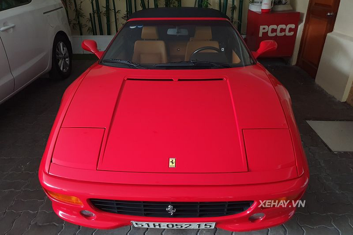 Dien kien Ferrari 355 F1 Spider hon 20 tuoi tai Sai Gon-Hinh-2