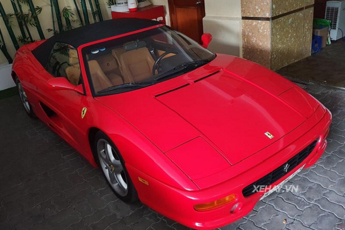 Dien kien Ferrari 355 F1 Spider hon 20 tuoi tai Sai Gon