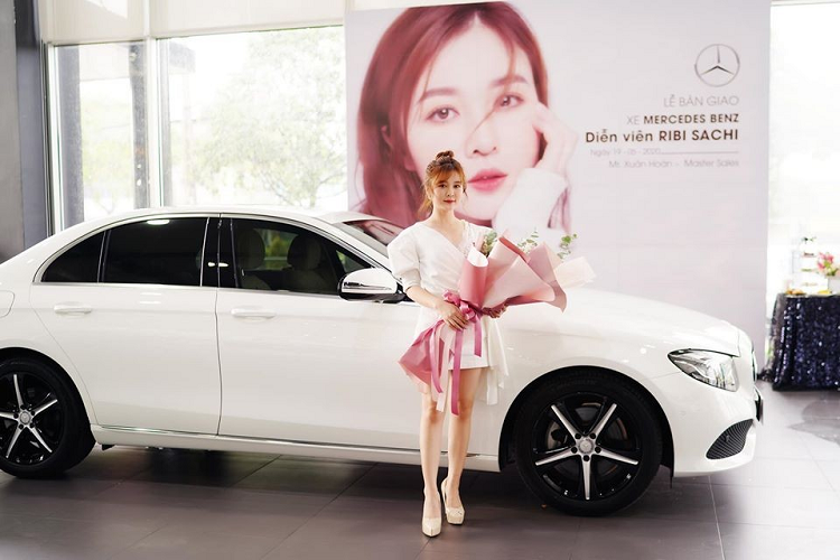Hot girl Ribi Sachi tau xe sang Mercedes-Benz gan 2,5 ty dong-Hinh-2