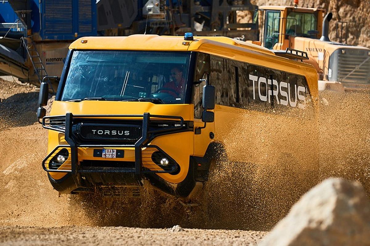 """Torsus Praetorian 4x4 - xe buyt off-road """"ba dao"""" nhat hanh tinh"""
