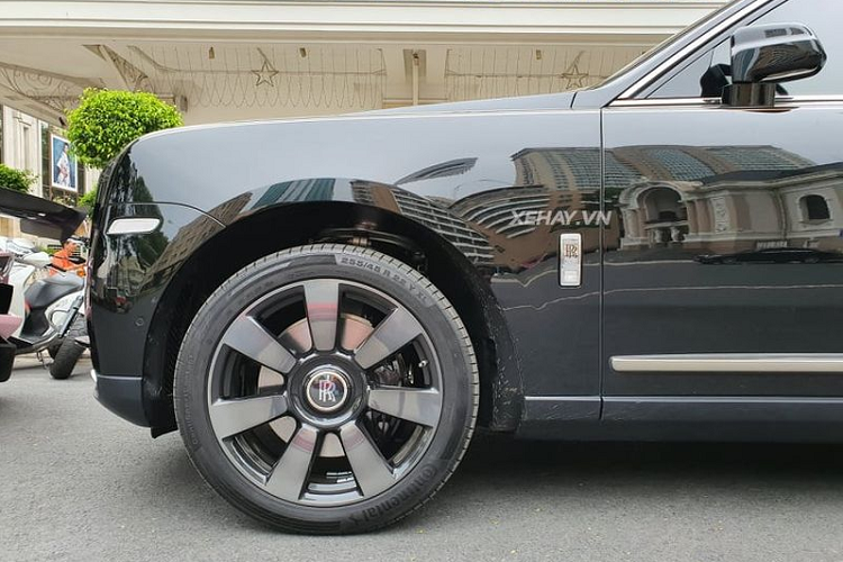 """Ngam Rolls-Royce Cullinan """"full black"""" hon 41 ty o Sai Gon-Hinh-4"""