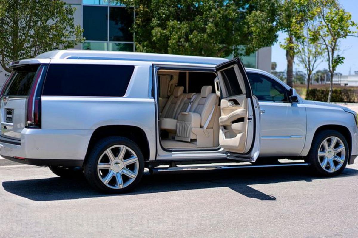 Rao ban Cadillac Escalade ESV cua sao bong bau duc Tom Brady