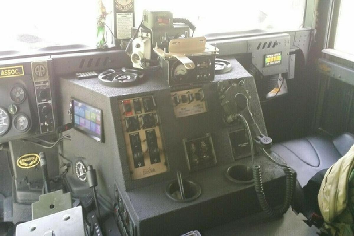 Xe quan su Humvee gan sung may rao ban hon 2 ty dong-Hinh-3