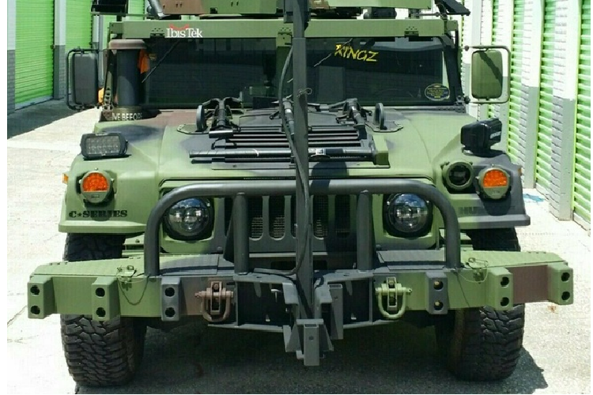 Xe quan su Humvee gan sung may rao ban hon 2 ty dong-Hinh-4