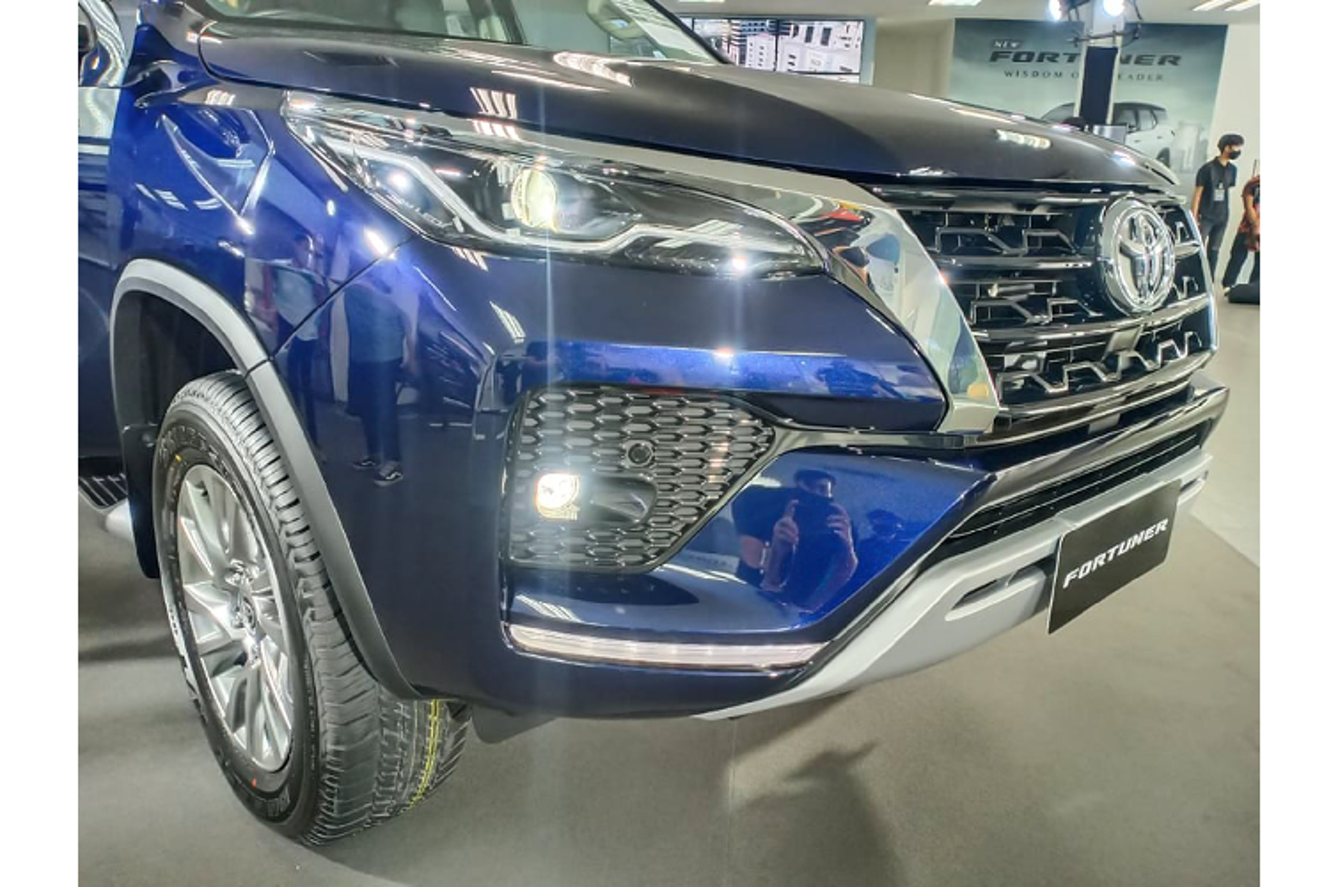 Toyota Fortuner 2021 ban 2.4 tieu chuan bi che it trang bi?-Hinh-2