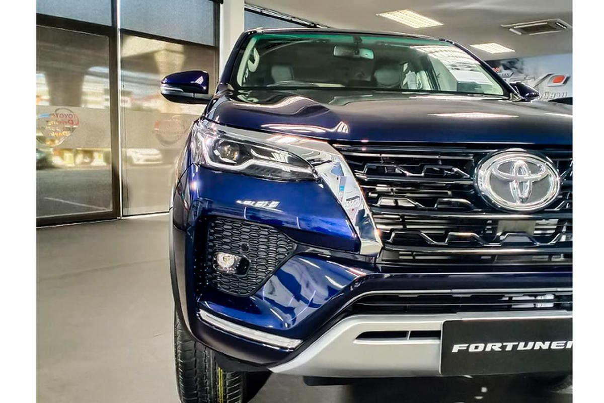 Toyota Fortuner 2021 ban 2.4 tieu chuan bi che it trang bi?-Hinh-3