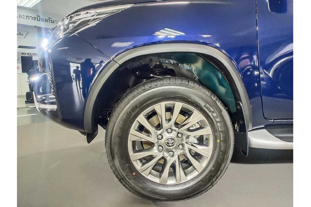 Toyota Fortuner 2021 ban 2.4 tieu chuan bi che it trang bi?-Hinh-4