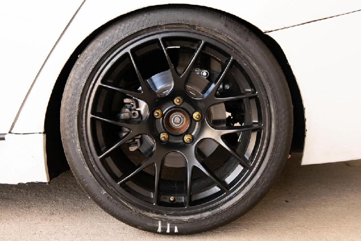 BMW 3-Series phien ban xe dua - khong den, khong ghe sau-Hinh-4