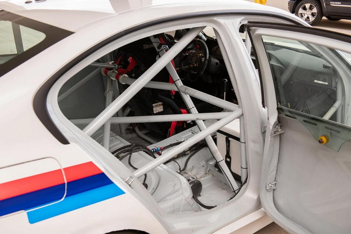 BMW 3-Series phien ban xe dua - khong den, khong ghe sau-Hinh-7