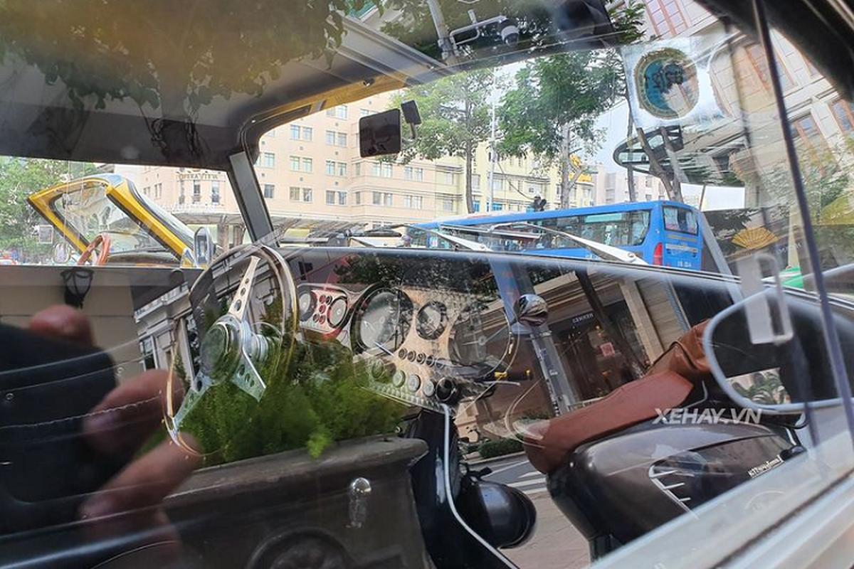 Cham mat xe co Morgan Plus 4 cuc hiem tren pho Sai Gon-Hinh-4