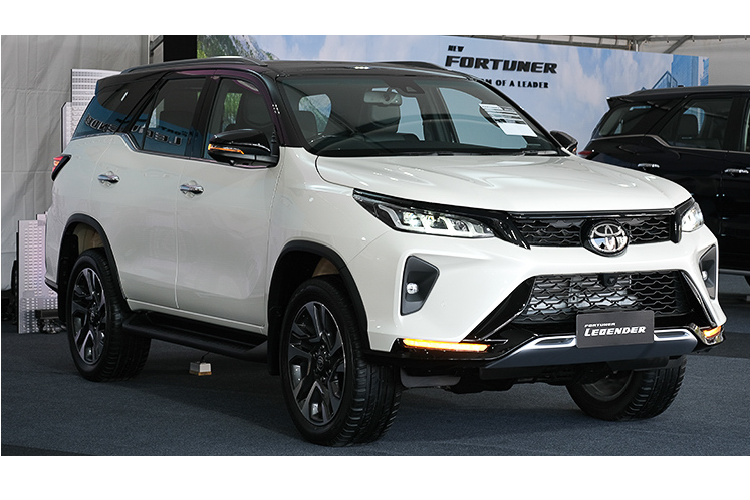 Can canh Toyota Fortuner 2021 ban 2.8L hon 1,3 ty o Thai Lan