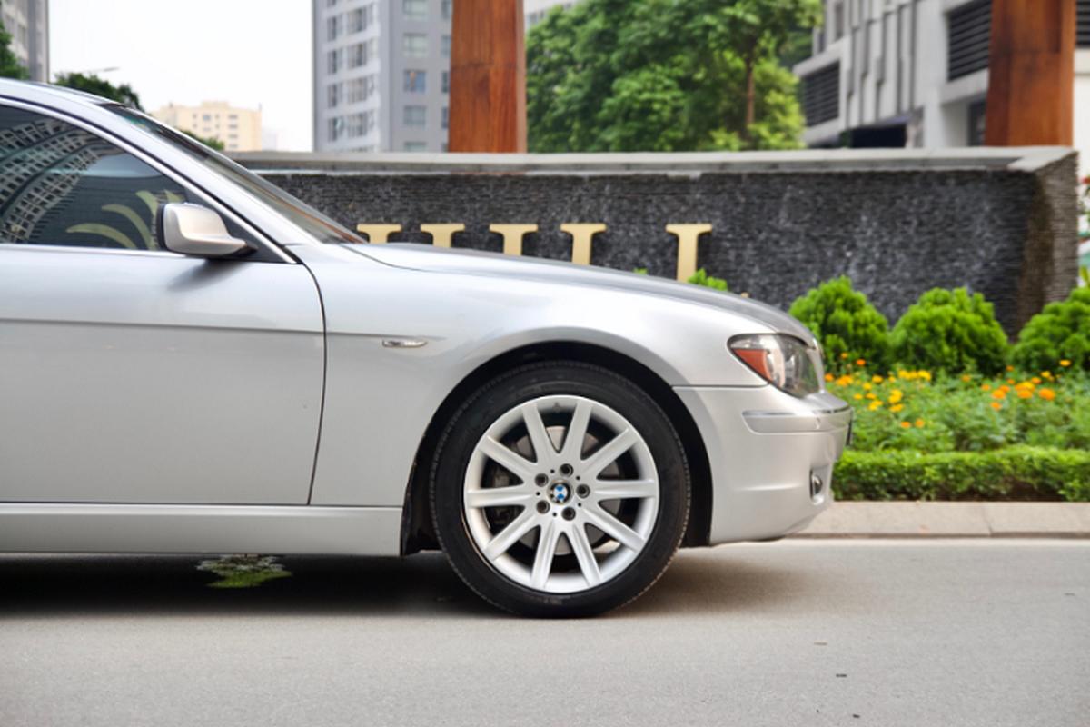 Xe sang BMW 750Li chay 14 nam ban gan 700 trieu o Binh Duong-Hinh-2