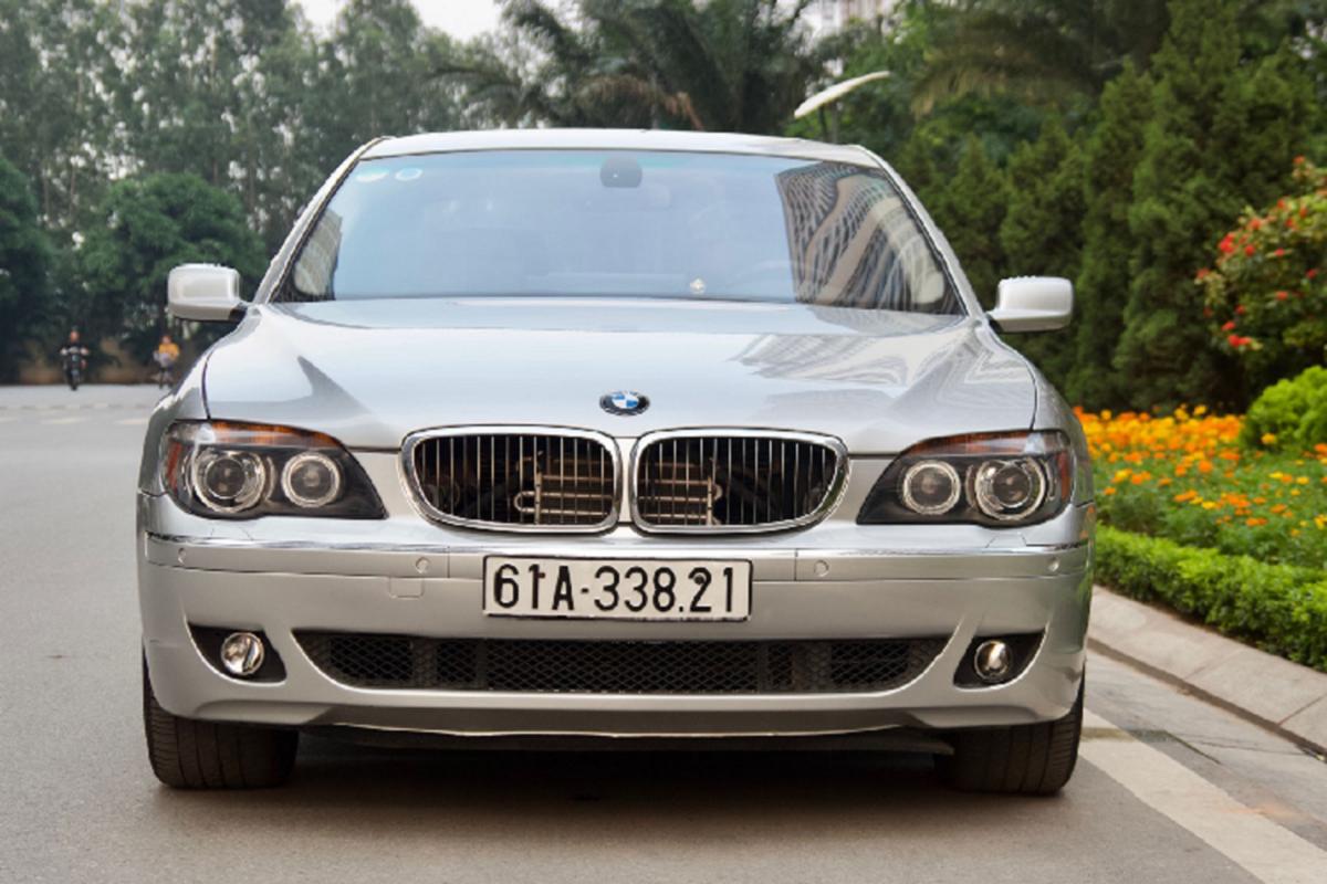 Xe sang BMW 750Li chay 14 nam ban gan 700 trieu o Binh Duong