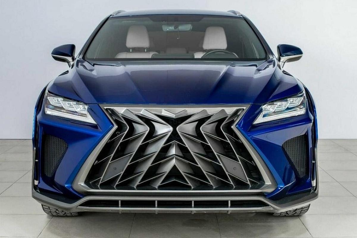 """Ngam Lexus RX va NX """"hoang dai"""" duoi tay dan choi Nga"""