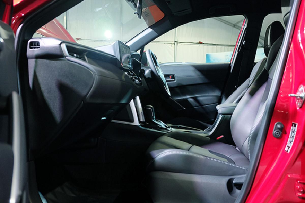 Toyota Corolla Cross 1.8 may xang trang bi co ngheo nan?-Hinh-8