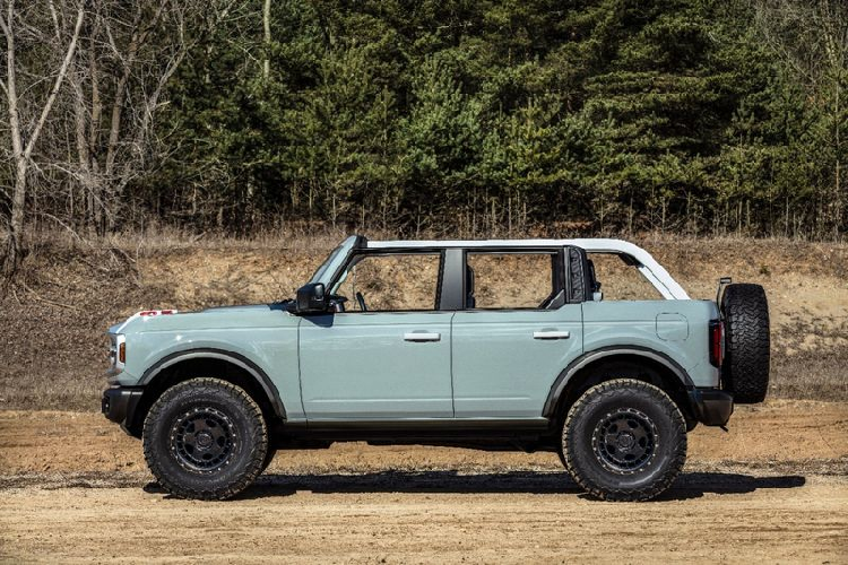 Ford Bronco 2021 co xung dang la doi thu cua Jeep Wrangler?-Hinh-2