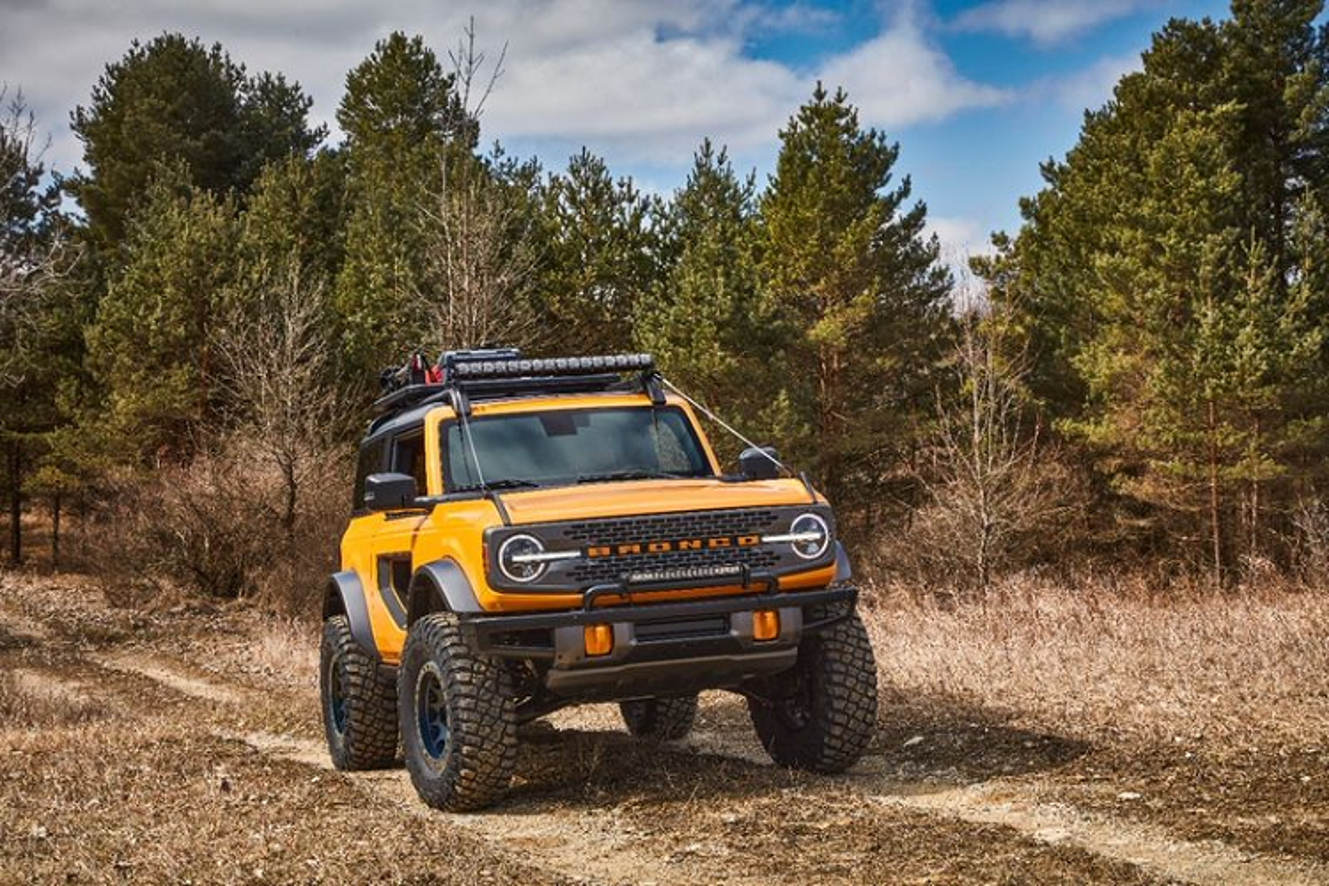 Ford Bronco 2021 co xung dang la doi thu cua Jeep Wrangler?