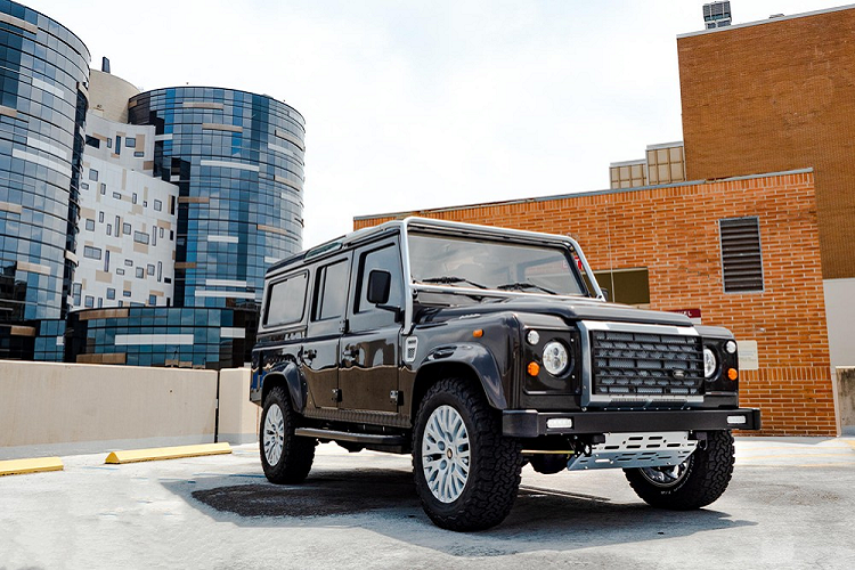 Land Rover Defender cua so troi