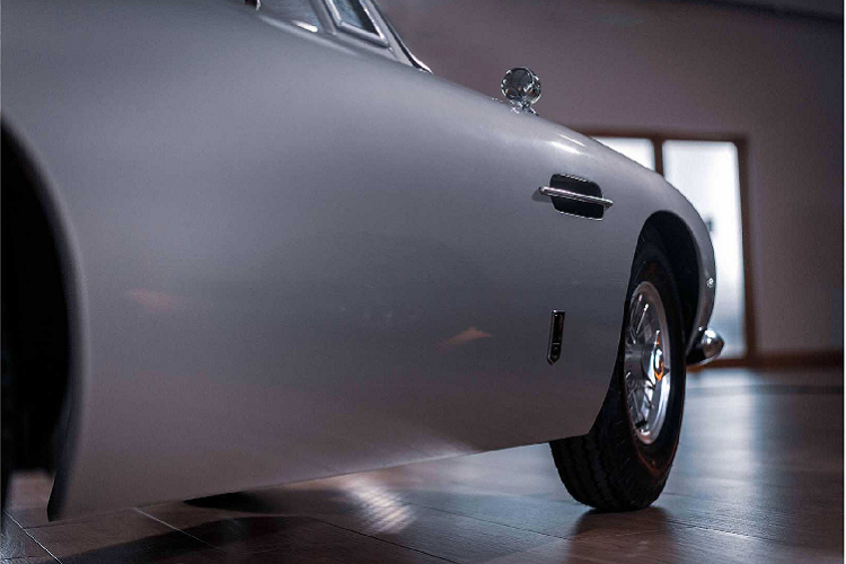 "Sieu xe Aston Martin DB5 Junior ""thieu nhi"" ban ra ca ty dong-Hinh-7"