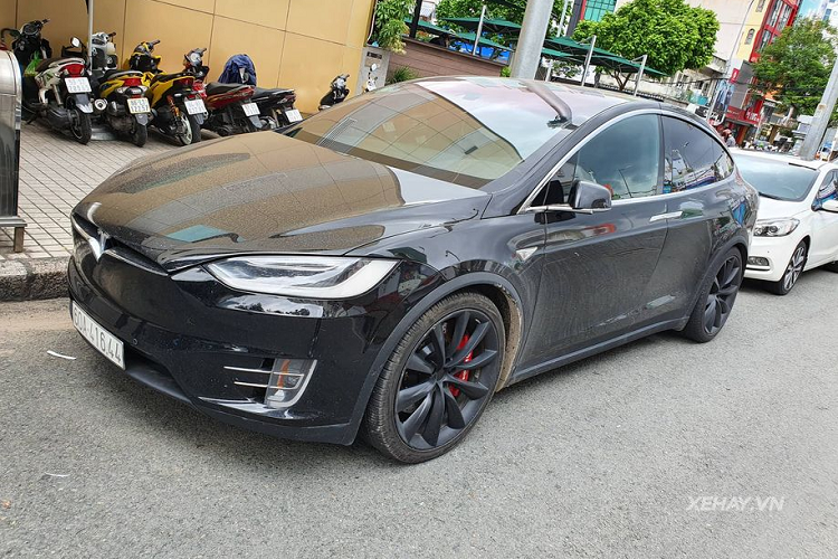 Cham mat Tesla Model X dau tien, hon 11 ty tai Sai Gon-Hinh-2
