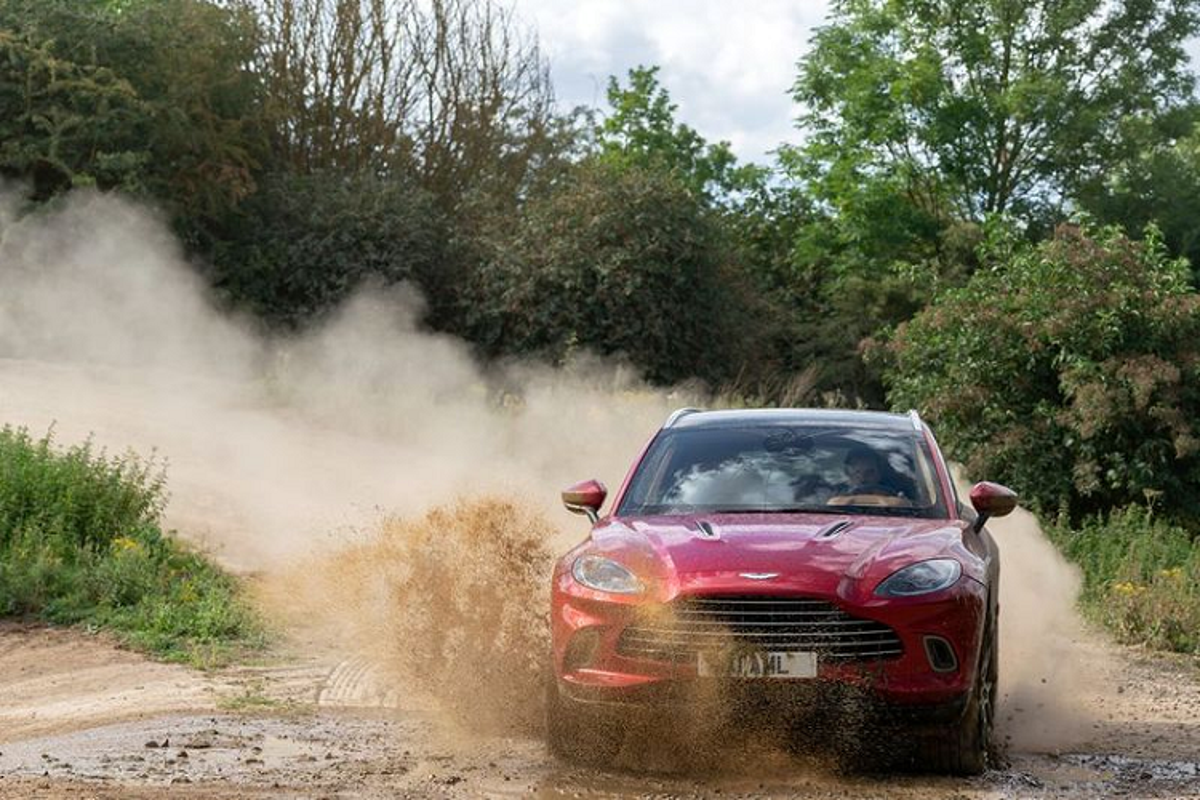 Sieu SUV Aston Martin DBX, co gi de canh tranh Lamborghini Urus?-Hinh-6