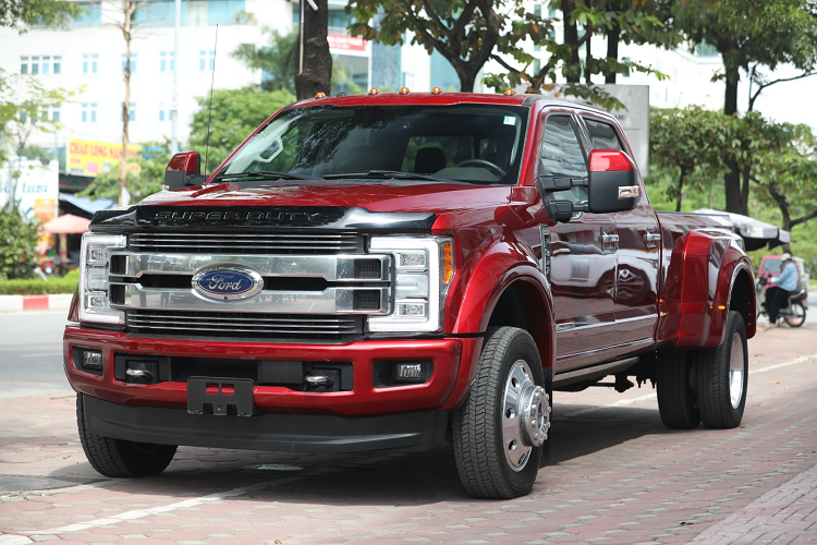 Can canh Ford F-450 Super Duty hon 6 ty dong tai Viet Nam