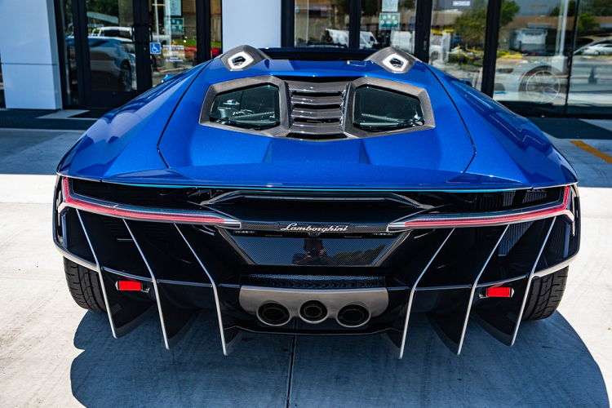 Lamborghini Centenario mui tran cu, thet gia 2,6 trieu USD-Hinh-5