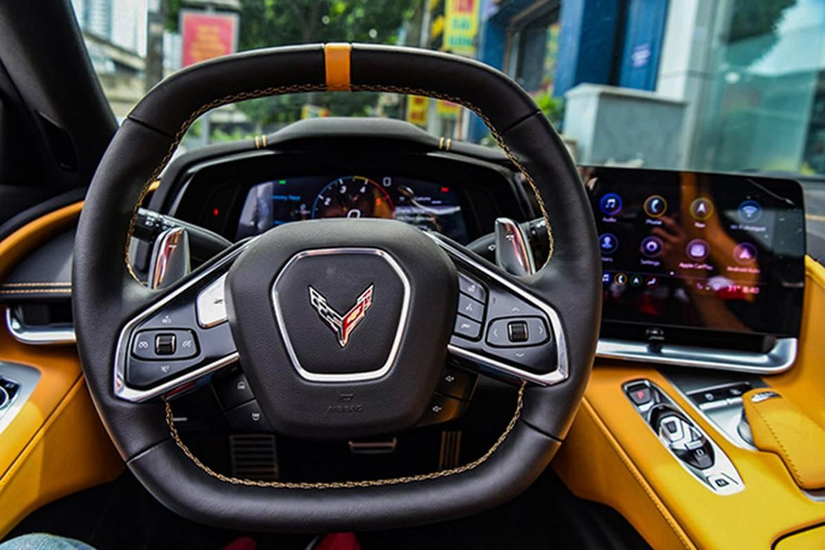Sieu xe Corvette C8 bien vang do dang ben