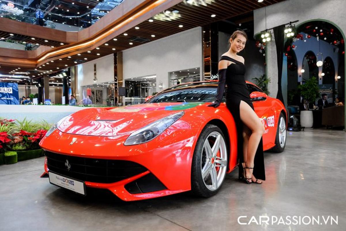 """Sieu ngua"" Ferrari F12 Berlinetta hon 20 ty do ruc tai Sai Gon"