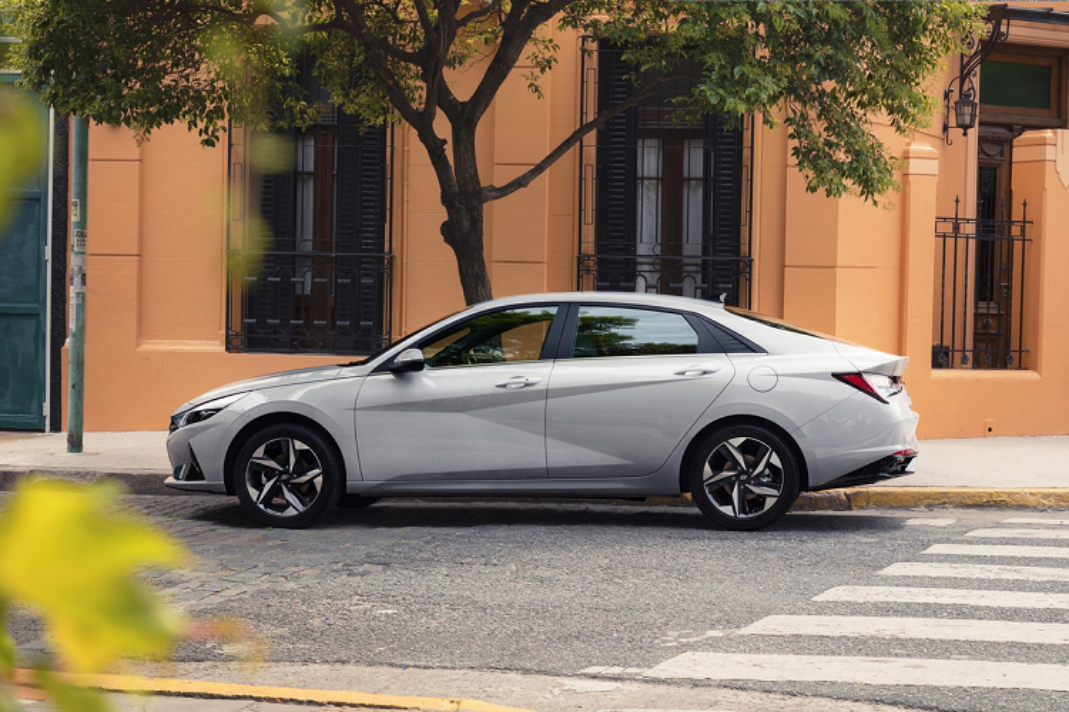 Hyundai Elantra 2021 tu 579 trieu dong tai Malaysia, co ve VN?-Hinh-2