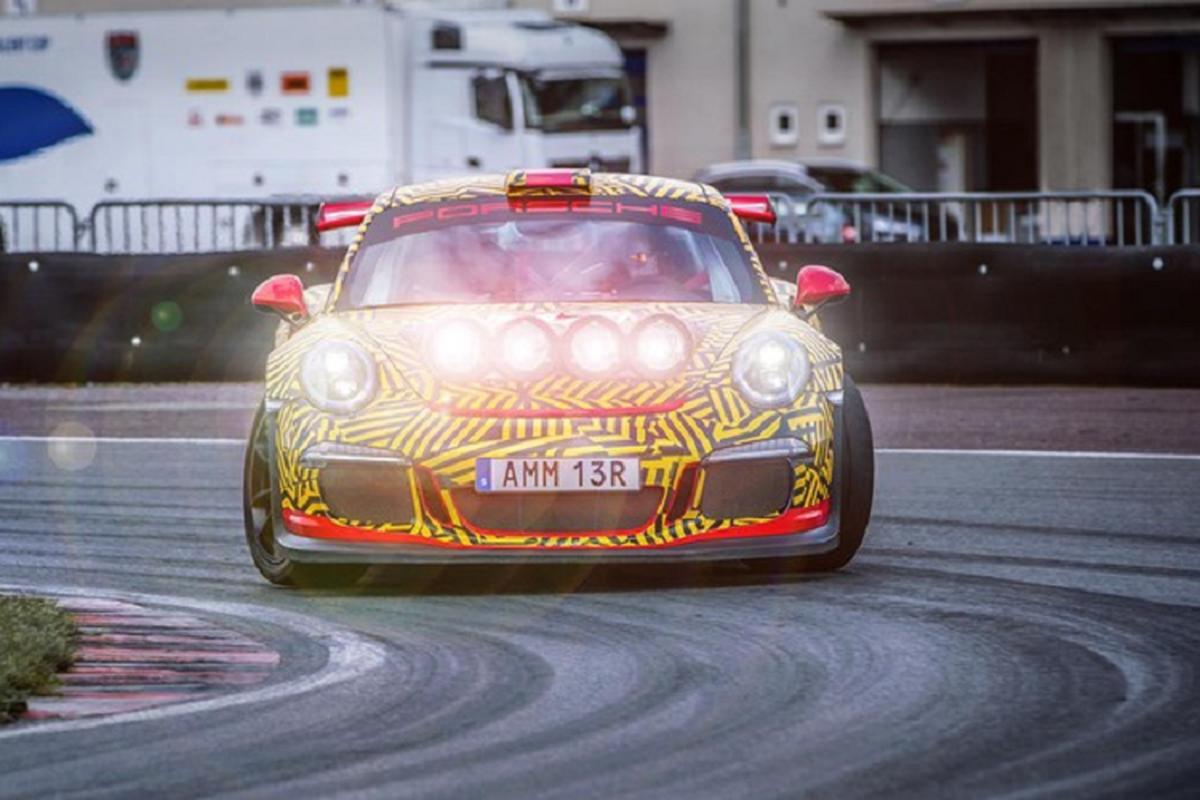 Sieu xe Porsche 911 GT3 RS ban do chay viet da manh me-Hinh-6