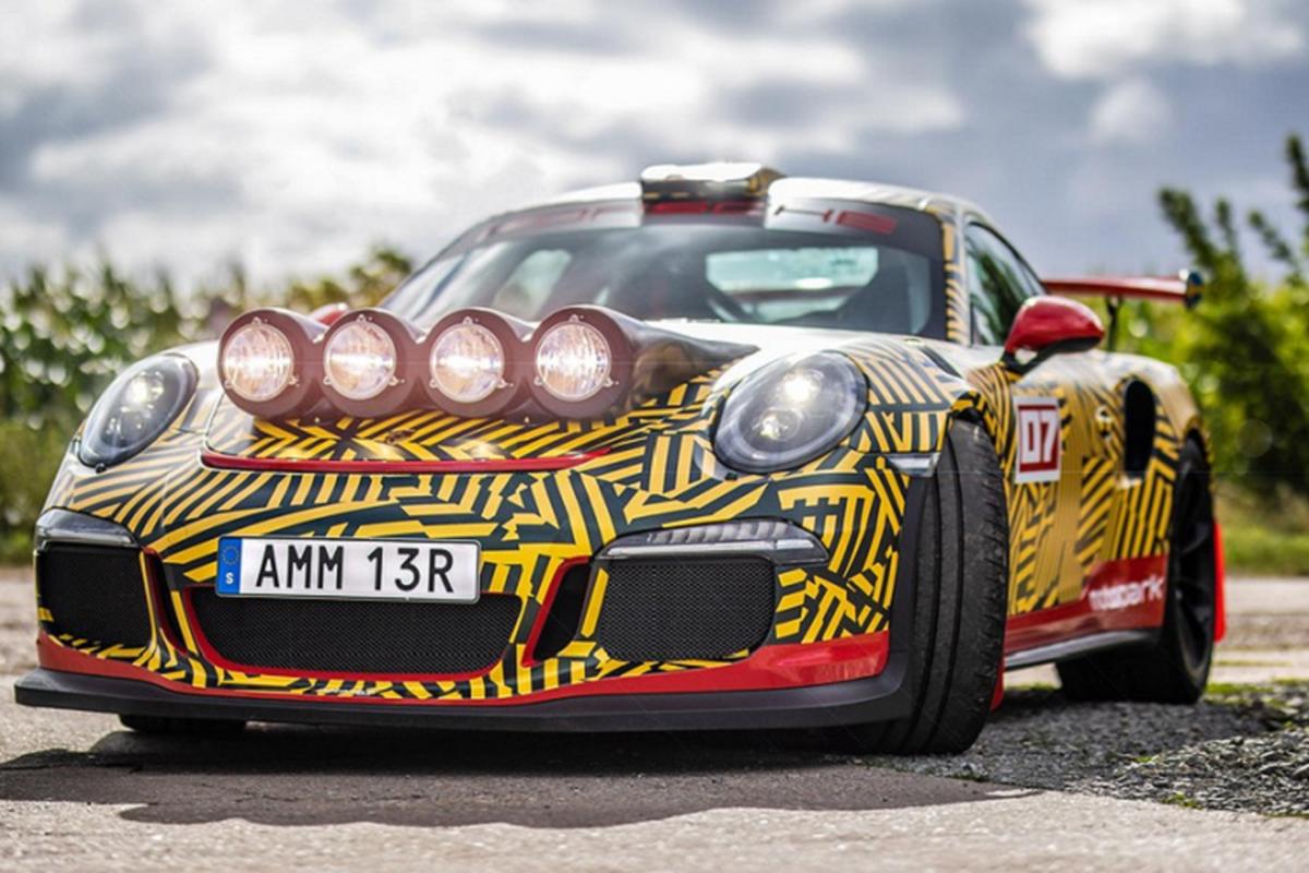 Sieu xe Porsche 911 GT3 RS ban do chay viet da manh me