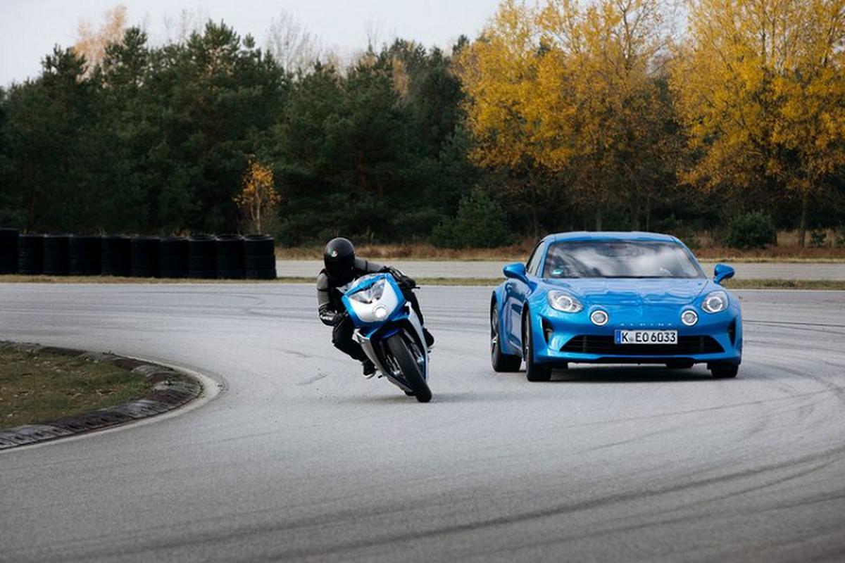 Sieu moto MV Agusta Superveloce Alpine chao ban toi 1 ty dong-Hinh-3