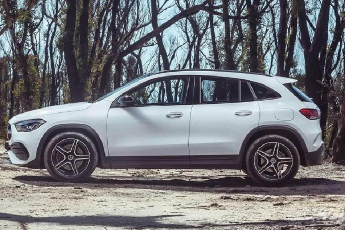Mercedes-Benz GLA 2021 sap ra mat, se dat hon doi thu BMW X1?-Hinh-4