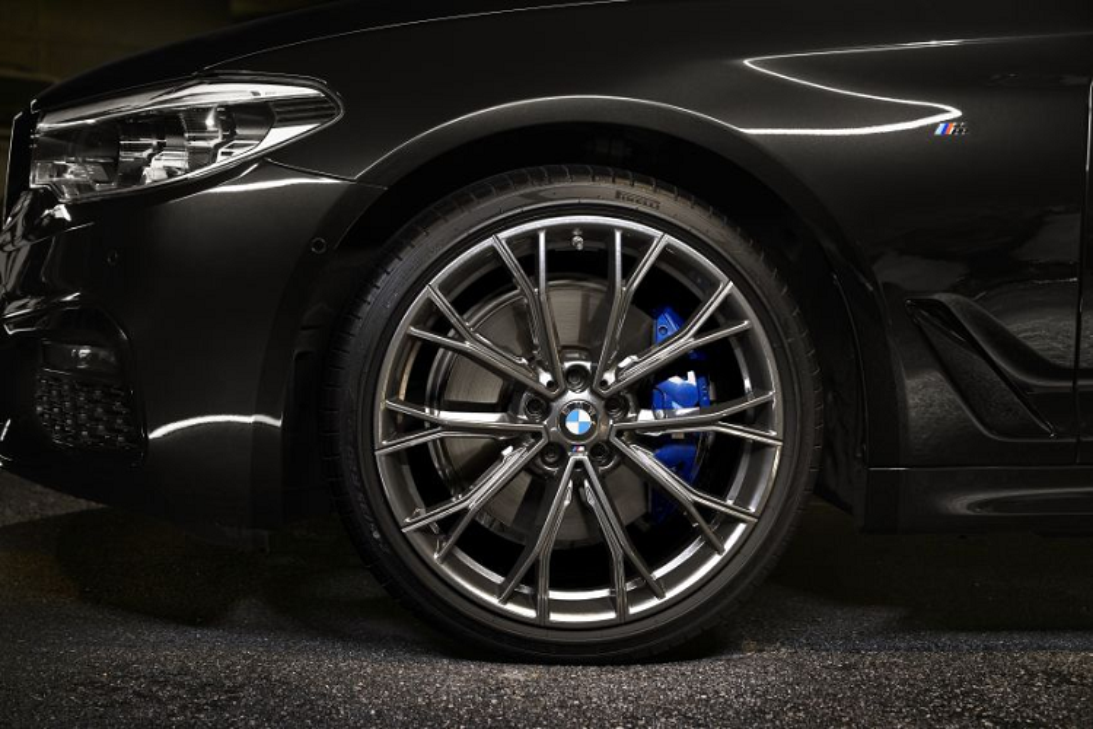 Chi tiet BMW 530i M Sport Dark Shadow Edition gan 97.000 USD-Hinh-3