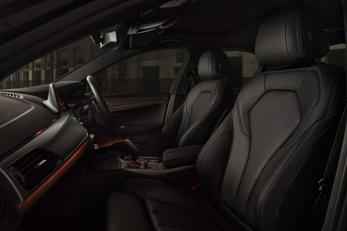 Chi tiet BMW 530i M Sport Dark Shadow Edition gan 97.000 USD-Hinh-6
