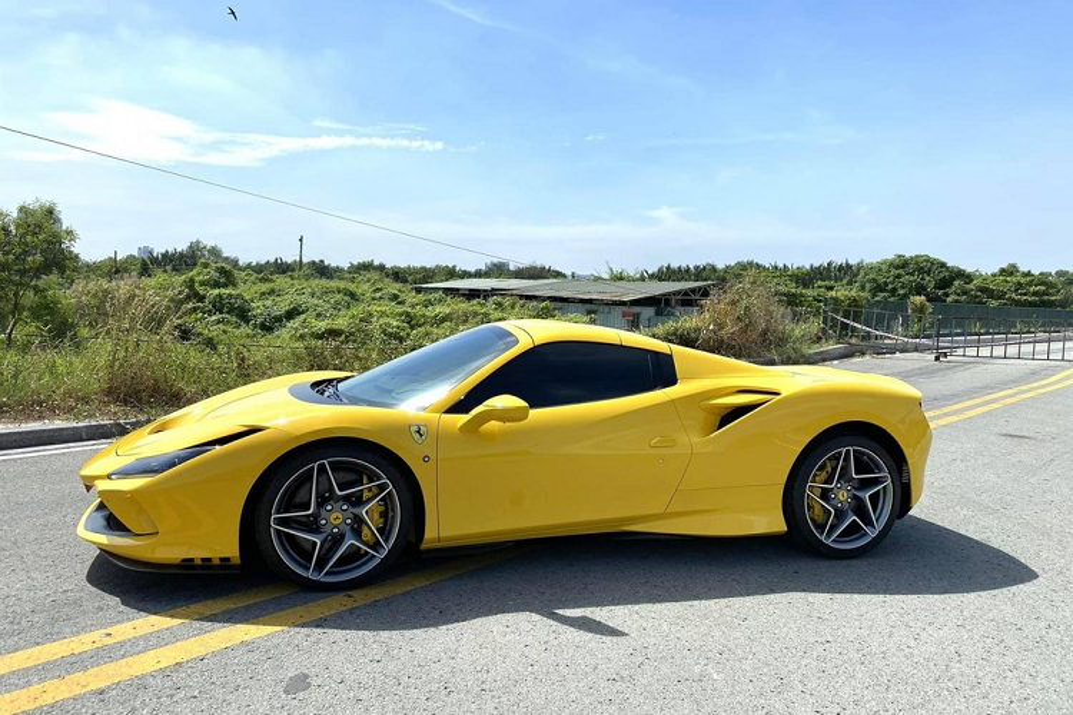 """Ferrari F8 Spider trieu do o Viet Nam """"tam nang"""" tren pho Sai thanh-Hinh-2"""