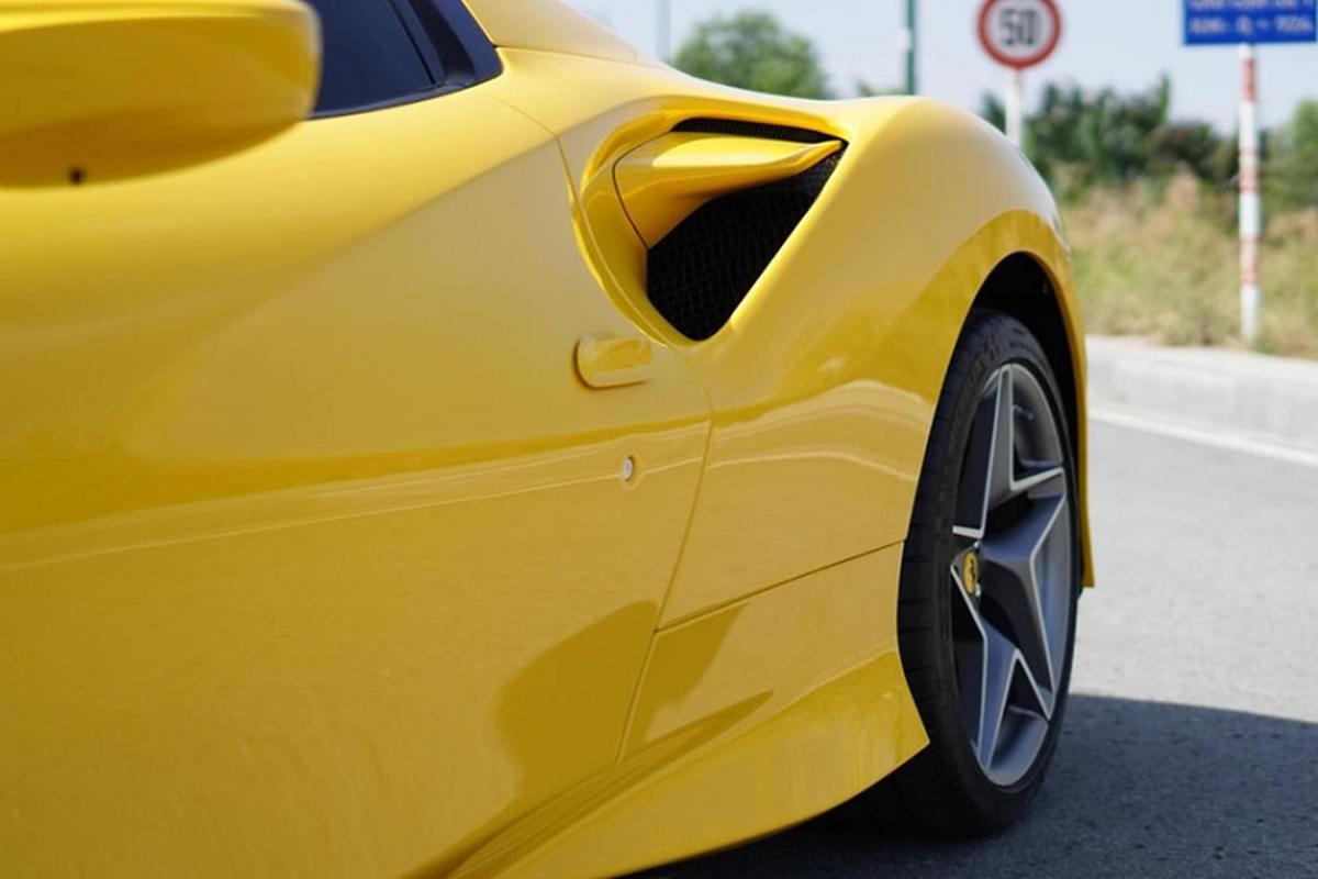"""Ferrari F8 Spider trieu do o Viet Nam """"tam nang"""" tren pho Sai thanh-Hinh-4"""