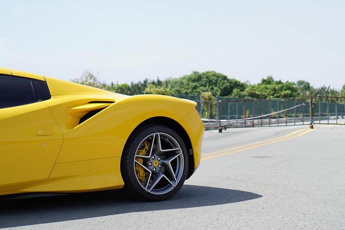 """Ferrari F8 Spider trieu do o Viet Nam """"tam nang"""" tren pho Sai thanh-Hinh-6"""