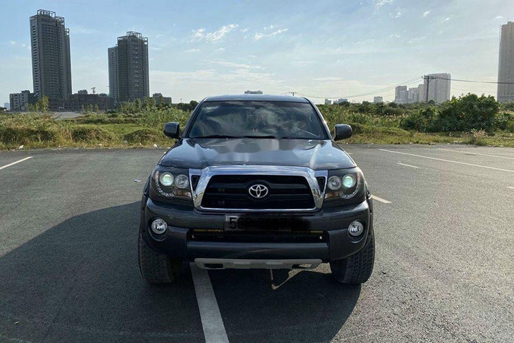 Can canh Toyota Tacoma