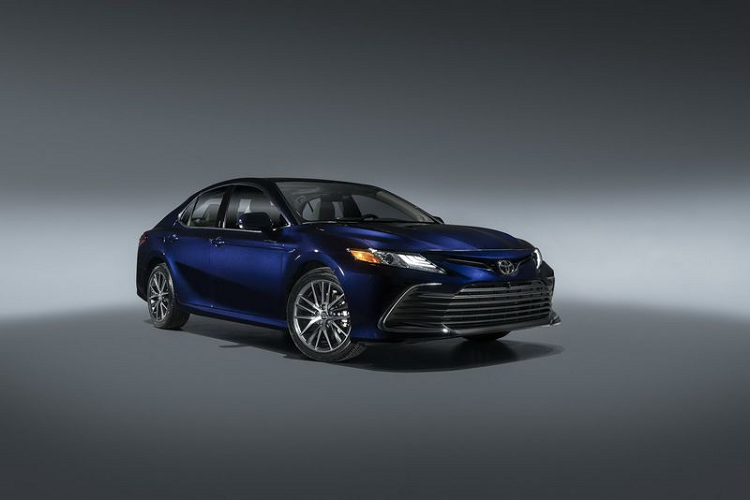 Toyota Camry 2021 lo dien, se ve Viet Nam trong vai thang toi