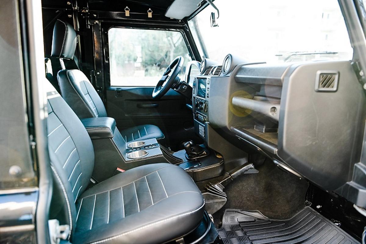 Xe dia hinh Land Rover Defender do co dien, nhung trang bi hien dai-Hinh-5