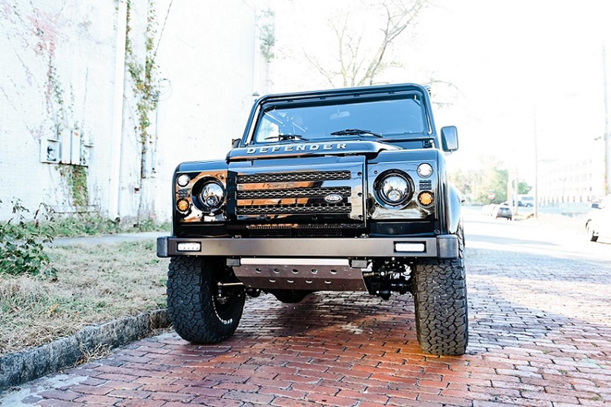 Xe dia hinh Land Rover Defender do co dien, nhung trang bi hien dai
